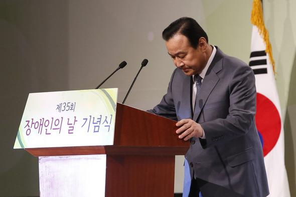 李完九首相が辞意表明、与野党か...