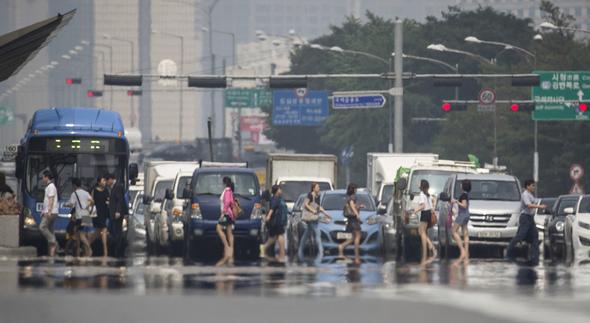 記録的猛暑の1994年より、今年が暑く感じられる理由は : 政治•社会 ...