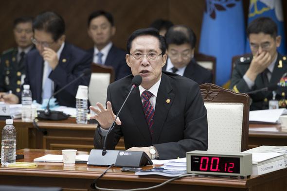 韓国「軍服務期間18カ月に短縮」...