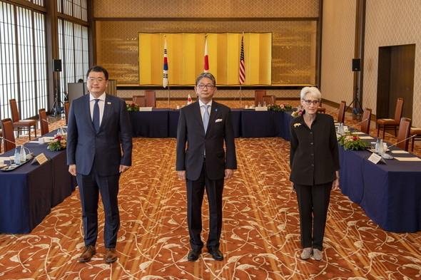 韓米日、4年ぶりに外交次官協議…「朝鮮半島非核化への協力が重要」