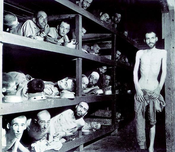 2차대전 당시 가축 우리처럼 비좁은 나치 수용소에 갇힌 유대인들 모습. 한겨레 자료사진