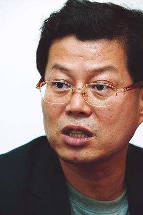 김용철 변호사는 긴장하면서도, 한편으론 삼성과의 인연으로 겪어야 했던 고생을 털어낸다는 홀가분함도 보였다.사진 류우종 한겨레21 기자.