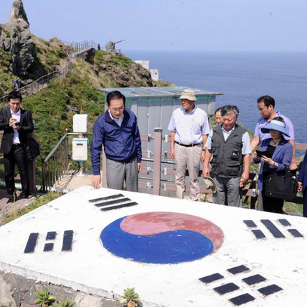 President Lee asks for apology from Japanese Emperor