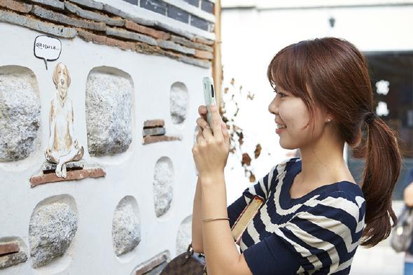 M조형팀이 서울 북촌 계동과 재동 일대에 설치한 조형물들.