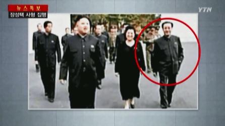 장북한 김정은 세습 체제에 반기를 들고 권위에 도전했다는 이유로 처형당한 장성택 전 국방위원회 부위원장의  평소 '불경'스런 모습. 사진은  화면 캡처.