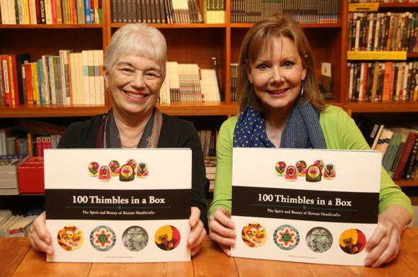 왼쪽부터 미국 메릴랜드주에 사는 조앤 슈왈스키(70)와 버지니아주의 데비 켄트(62)