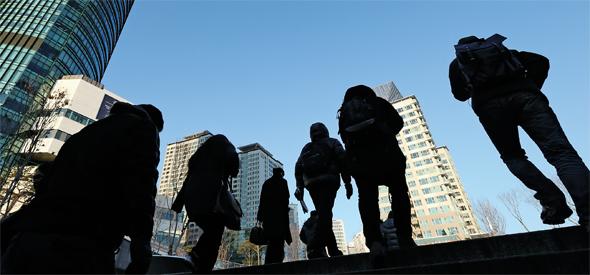 빚 못 갚고 나이 먹는 50대…10년 뒤 폭탄 터진다