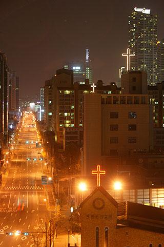 한국 종교 '동불서기'…부천 소사구 100m마다 교회