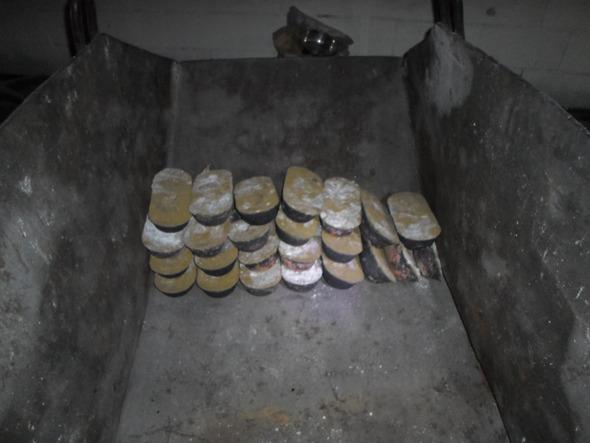 10원짜리 동전을 녹여 만든 동괴. 사진 포천경찰서 제공