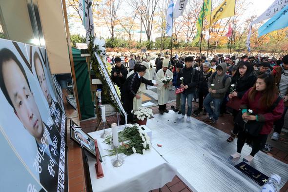 '경비원 분신 사망' 아파트, 동료 경비원 전원 해고