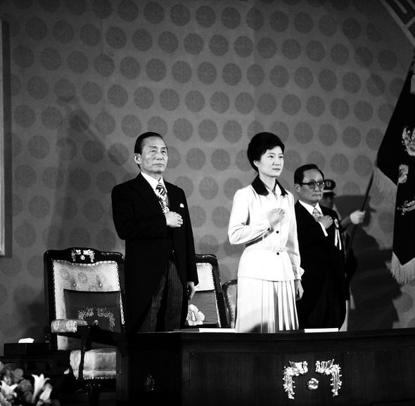 1978년 서울 장충체육관에서 치러진 박정희 제9대 대통령 취임식. 박근혜 대통령이 퍼스트레이디로 참석하고 있다.