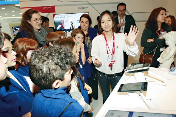 네오넥스소프트와 에스코넥은 이번 2015 모바일 월드 콩그레스에서 케이티(KT)와 함께 의료기기 요닥 서비스를 선보였다. 케이티 제공