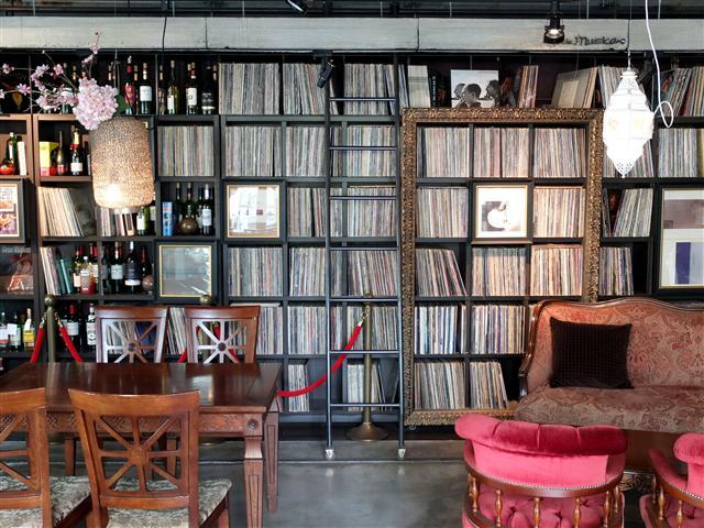카페 데 뮤지까의 실내. 사진 서정민 기자