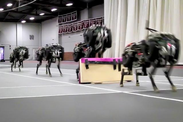 허들 장애물을 넘는 치타 로봇. MIT
