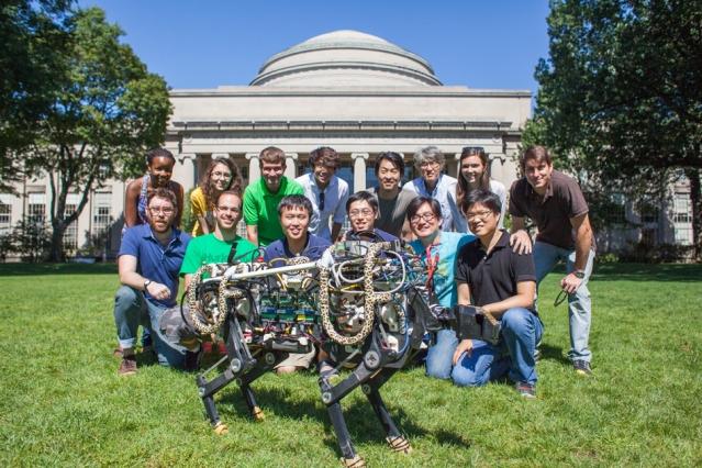 MIT의 치타 로봇 개발팀. 뒷줄 오른쪽 네번째가 김상배 교수이다. MIT