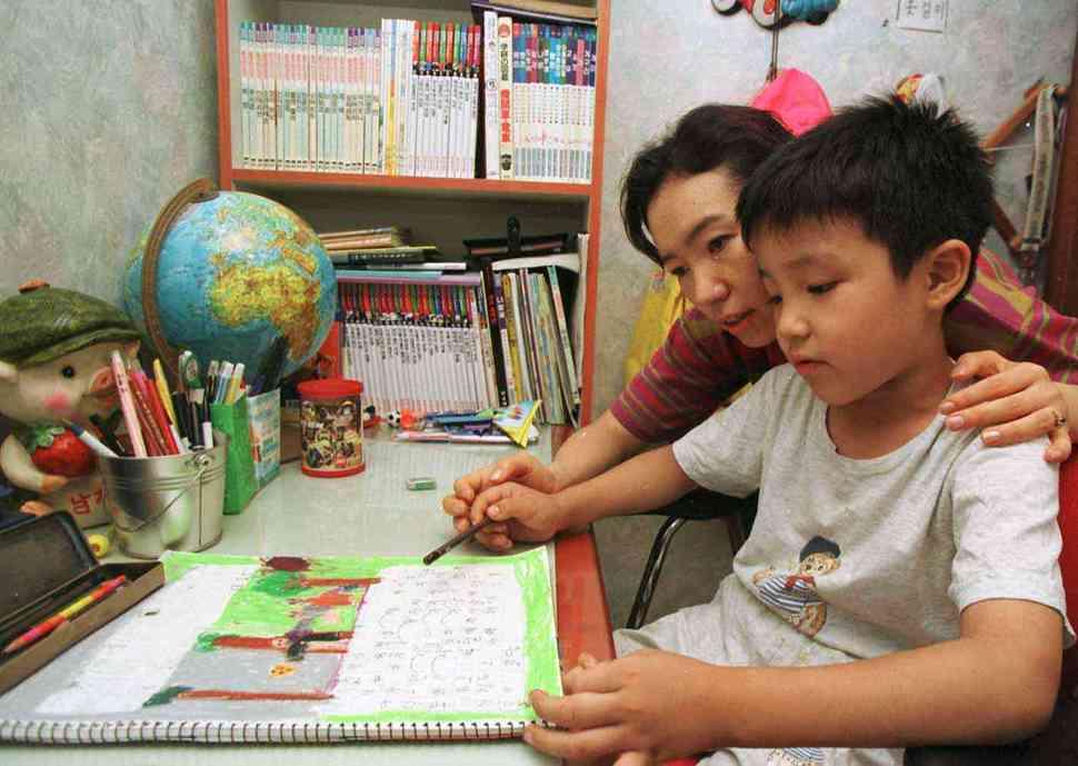 일기는 학생들이 글쓰기를 자연스럽게 접하고, 자신의 감정과 의견을 표현하는 법을 배울 수 있는 창구이다. 윤운식 기자 yws@hani.co.kr