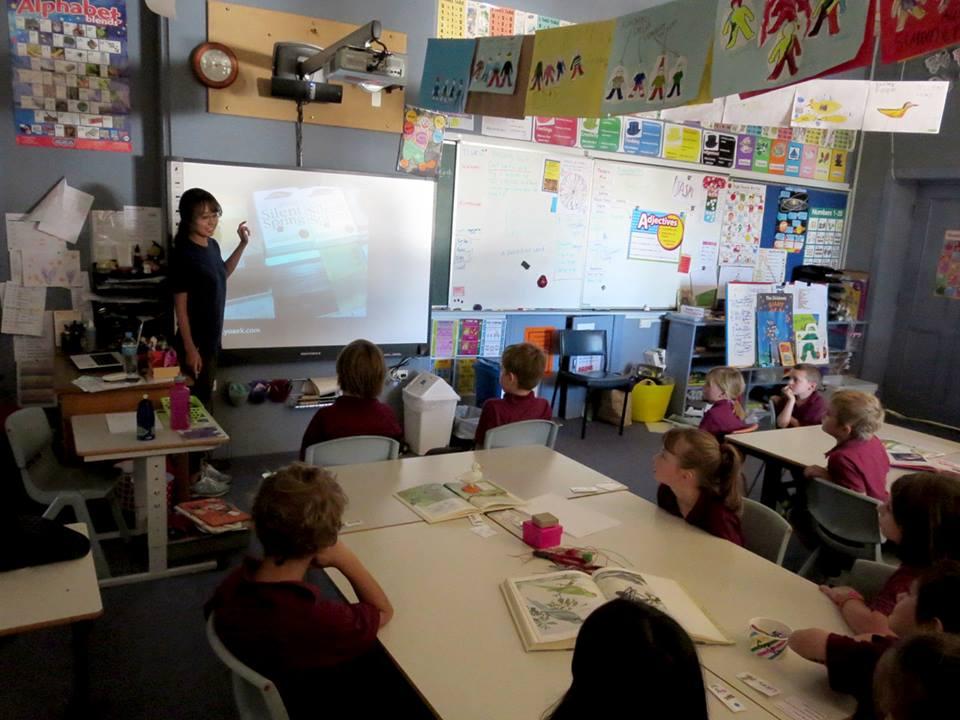 2014년 호주 멜로즈 초등학교에서 김은경씨가 워크숍을 진행하는 모습.