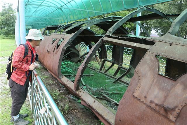 민통선 안 월정리역의 부서진 채 녹슬어가는 열차. 사진 이병학 선임기자