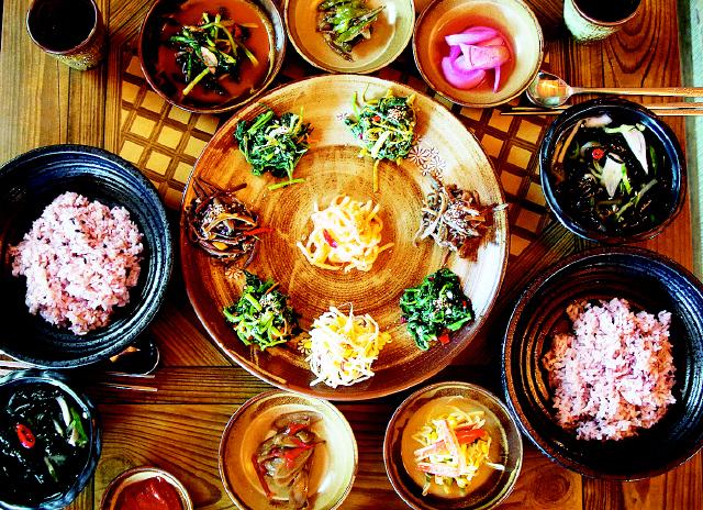 뚝배기나물비빔밥. 사진 이병학 선임기자