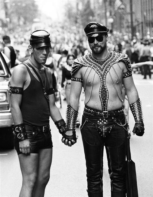 2012년 미국 뉴욕시에서 연 게이 프라이드 퍼레이드의 게이 가죽족들. 현실문화 제공