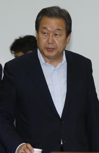 김무성 새누리당 대표가 10일 오전 국회에서 최고위원회의를 열고 있다. 이정아 기자 leej@hani.co.kr