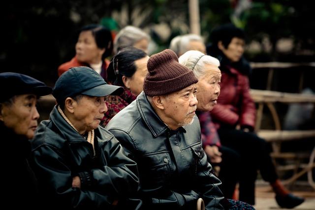 60세 이상 인구는 현재 9억에서 15년후 14억으로 늘어난다. pixabay.com
