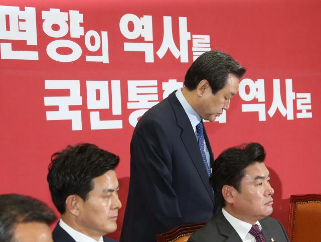 """""""역사 전쟁"""" 김무성, 반독재 'YS계' 이력에 제손으로 '먹칠'"""