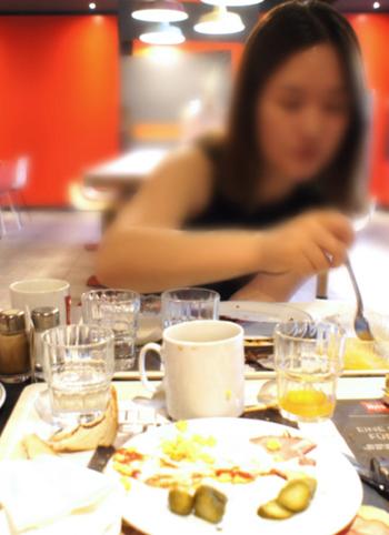 1. 폭식증을 앓게 되면 한꺼번에 많은 양의 음식을 먹고 난 뒤, 이를 후회하고 토하거나 설사를 일으키는 약을 먹기도 한다. 인제대 의대 서울백병원 제공