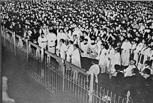 1976년 '3·1 명동성당 사건'으로 김승훈·문정현·신현봉·함세웅 4명의 신부를 포함한 민주 인사들이 대거 기소되자 천주교 정의구현사제단은 3월 중순 명동 성모병원 마당에서 '구속자 석방과 헌정질서 회복을 촉구하는 시국기도회'를 열어 유신독재의 폭압정치에 맞섰다. '한겨레' 자료사진