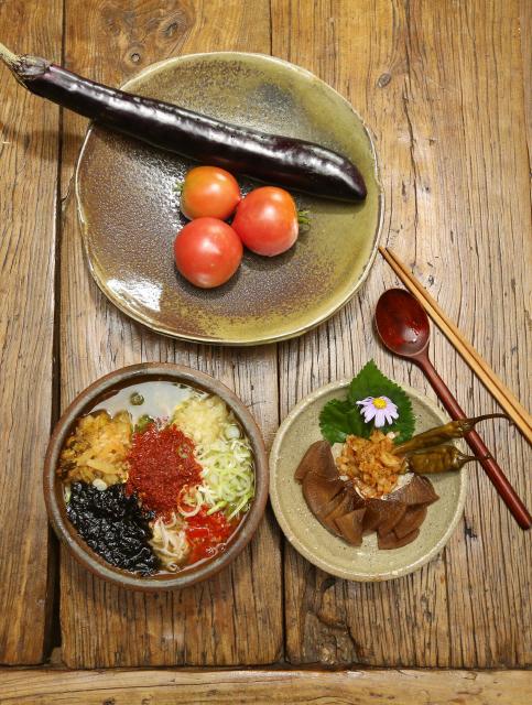 버들치 시인이 끓인 콩나물국은 아삭거리는 식감이 일품이다. 하동/신소영 기자 viator@hani.co.kr