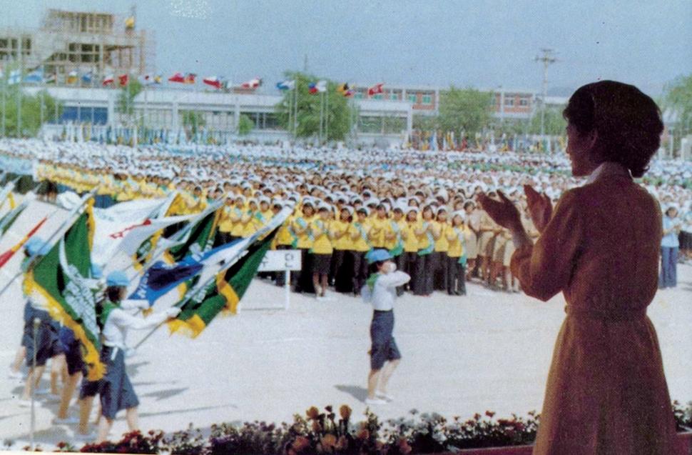 1978년 6월, 한국수출산업공단에서 열린 새마음 직장 봉사대 발대식에서 단기가 입장하는 모습. 한겨레