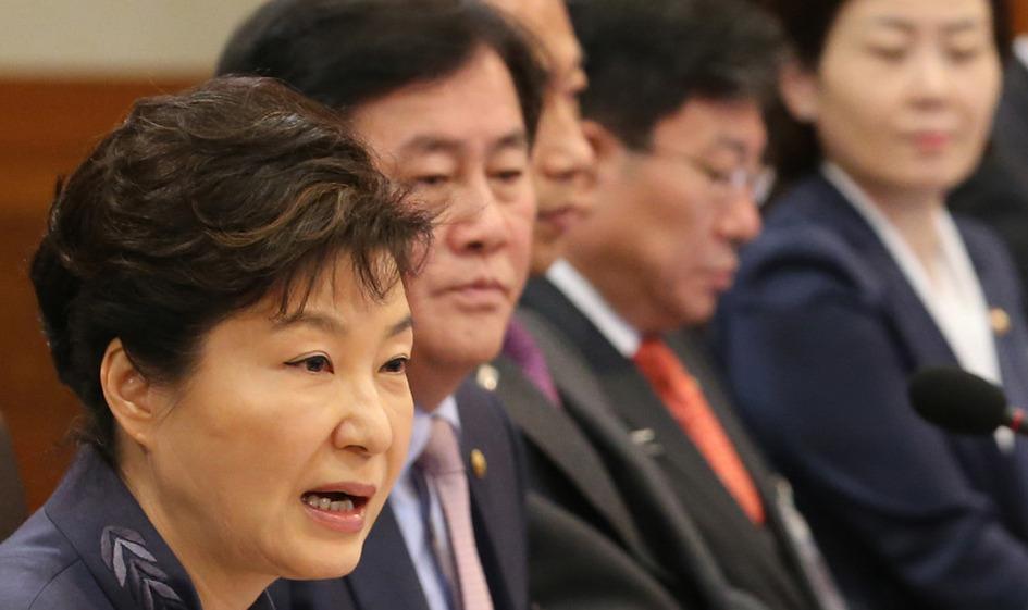 박근혜 대통령이 10일 청와대에서 열린 국무회의에서 모두발언하고 있다. 연합뉴스