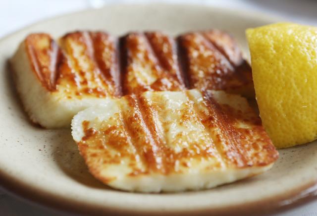 구운 치즈. 사진 박미향 기자