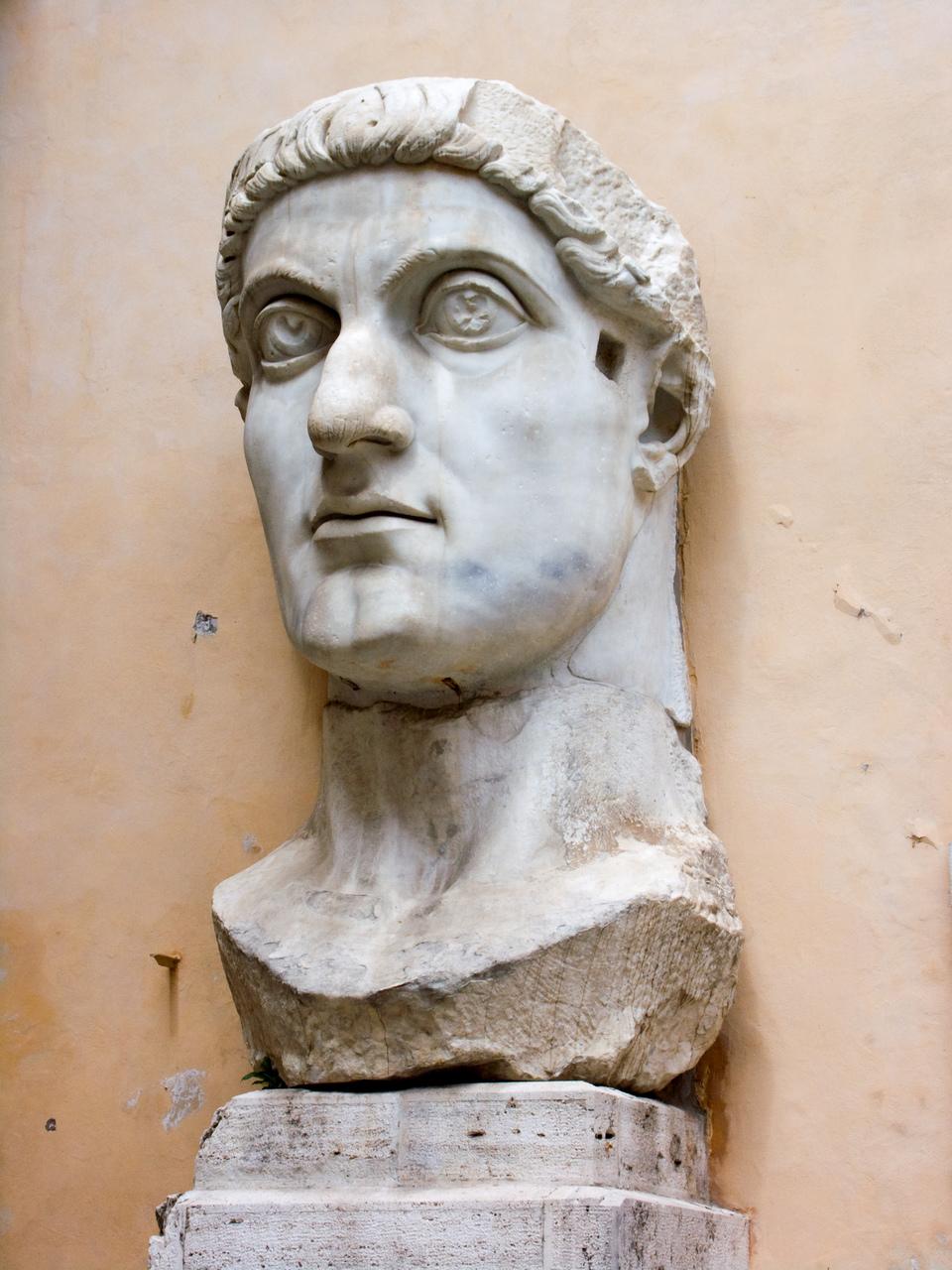 콘스탄티누스 대제의 두상(4세기), 로마 카피톨리니 박물관.