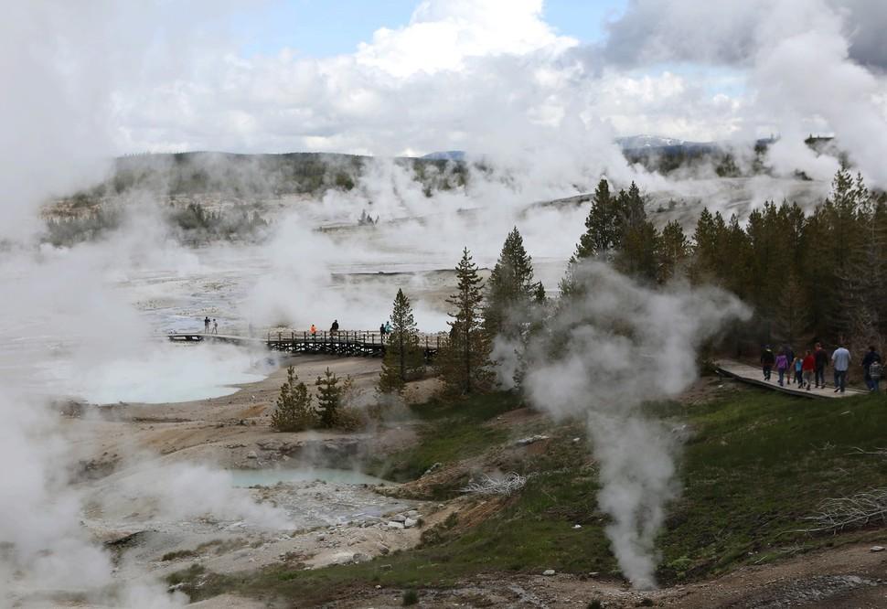 옐로스톤 국립공원 노리스 간헐천지대 모습.