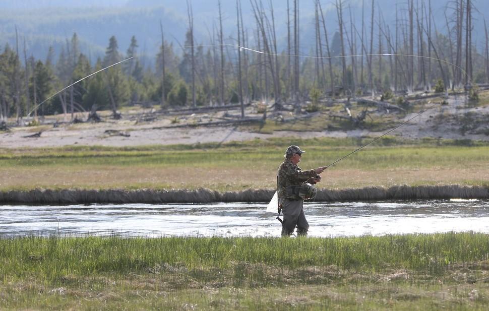 그랜드티턴, 옐로스톤 국립공원 안의 강에선 플라이낚시를 즐기는 이들을 쉽게 만날 수 있다.