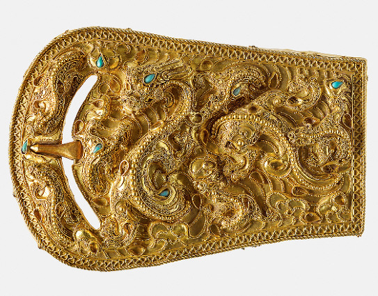 1916년 평양 석암동 9호분에서 나온 금제 띠고리 장식. 낙랑계 고분 출토품 가운데 최고의 명품으로 꼽힌다.