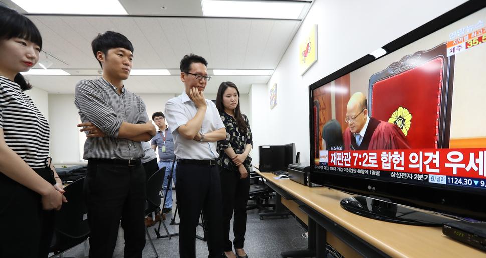 헌재 합헌 결정 김영란법 핵심 쟁점 네 가지 풀이 : 사회일반 : 사회 : 뉴스 : 한겨레