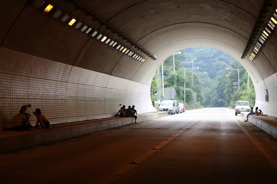 삼도봉터널 안에서 바라본 무풍면 쪽 입구.