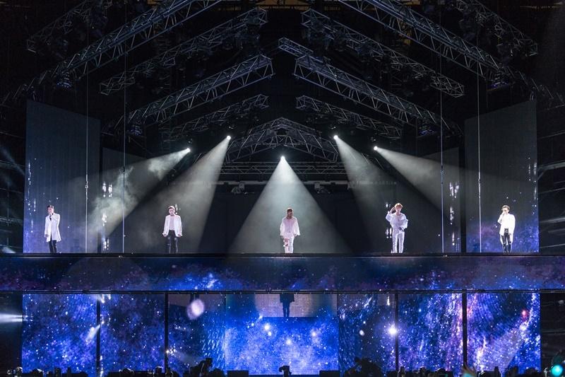 빅뱅 데뷔 10주년 콘서트가 20일 서울 상암동 월드컵 경기장에서 열렸다.  와이지엔터테인먼트 제공