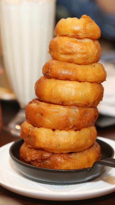 '비엘티(BLT)스테이크'에서 파는 '어니언 링'. 배달서비스 품목은 아니지만 레스토랑의 인기 메뉴다.