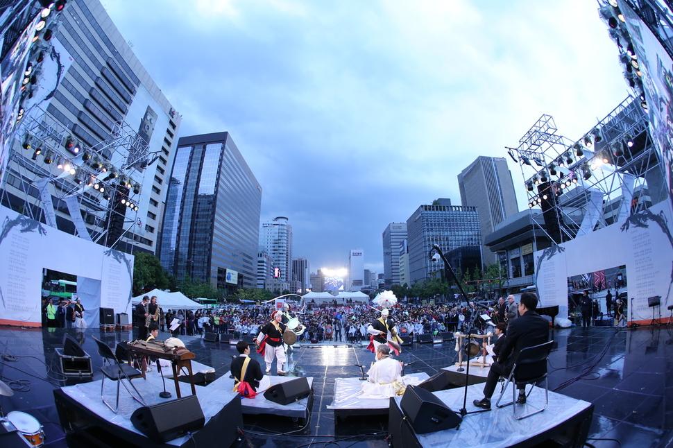 '2016서울아리랑페스티벌'에는 시민과 연희단체 등 모두 5000명이 참여한다. 지난해 축제 모습. 사진 서울아리랑페스티벌 제공