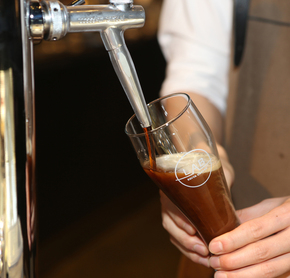 질소커피는 맥주전문점처럼 탭 기구를 활용해서 따라 마신다.