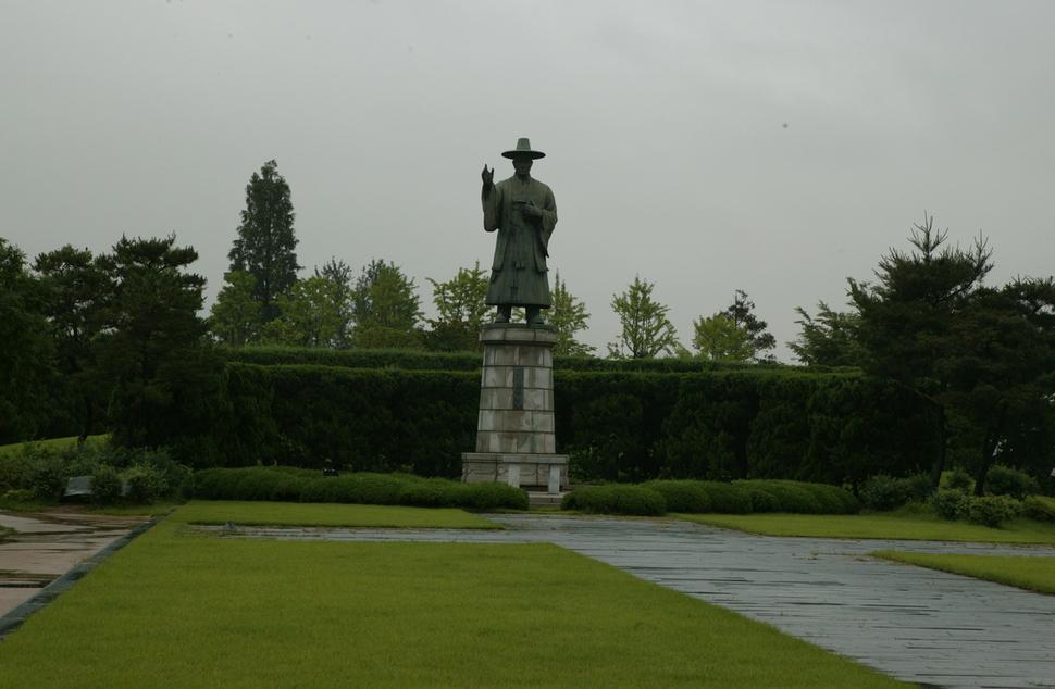 한국 동상들, 누가 무얼 위해 만들었나