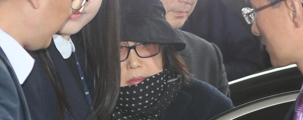 """[속보] 검찰, 최순실 긴급체포 """"증거인멸·도주 우려"""""""