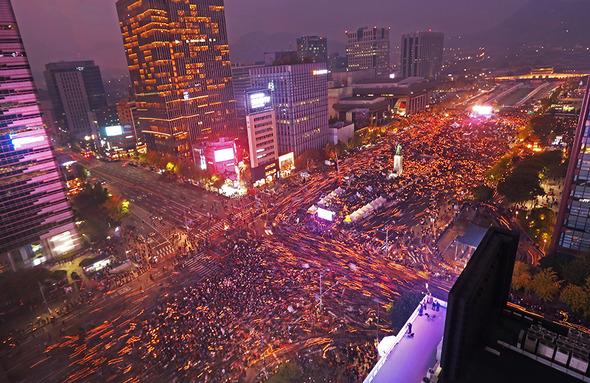 5일 저녁 서울 광화문광장에서 2차 범국민행동 촛불집회가 열렸다. 강창광 선임기자 chang@hani.co.kr