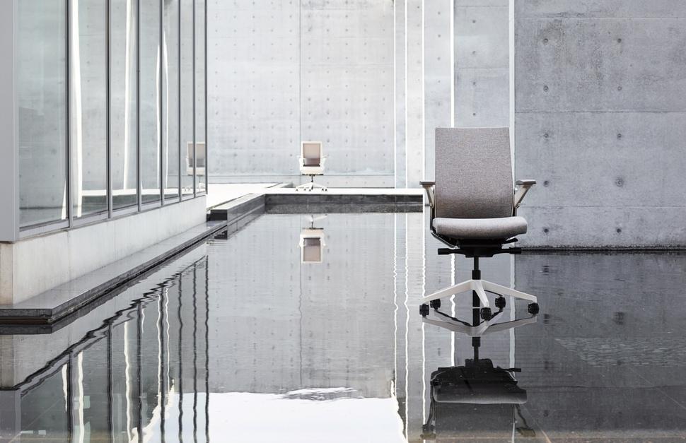어느 각도에서든 최적의 착좌감을 제공하는 최고급 남성용 의자 시디즈 '티(T)80'. 퍼시스 제공