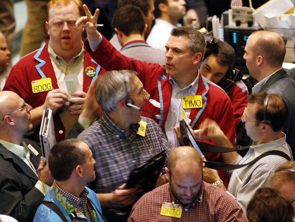 금융위기가 한창인 2008년 1월22일 뉴욕상업거래소의 원유중개인들이 거래가격을 외치고 있다. 이날 원유가격은 미국 경제의 급속한 침체 우려가 커지며 폭락했다. 로이터 연합뉴스