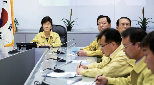 2014년 4월 16일 오후 중대본을 방문한 박 대통령. 한겨레 자료사진