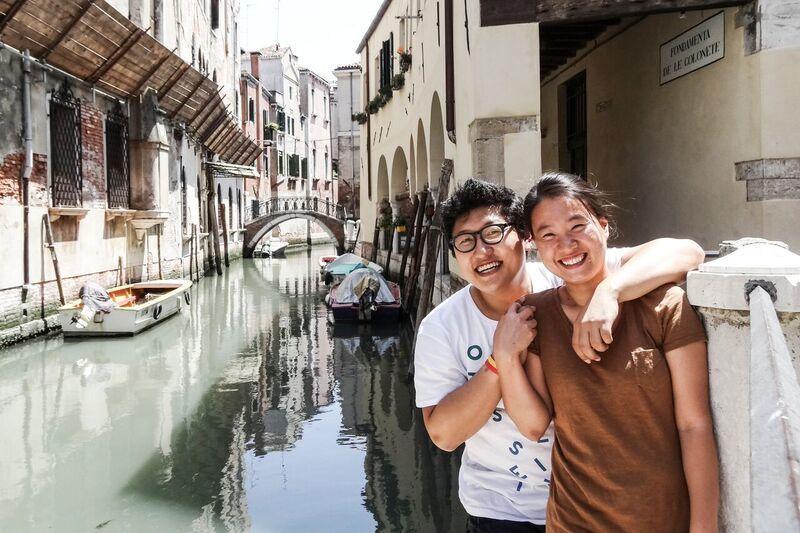 세계를 돌며 '한달에 한도시'씩 살아가는 김은덕(오른쪽)·백종민 부부가 이탈리아 베니치아에서 찍은 사진.